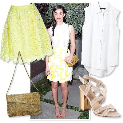 bela bluza i žućkasta šira suknja do kolena