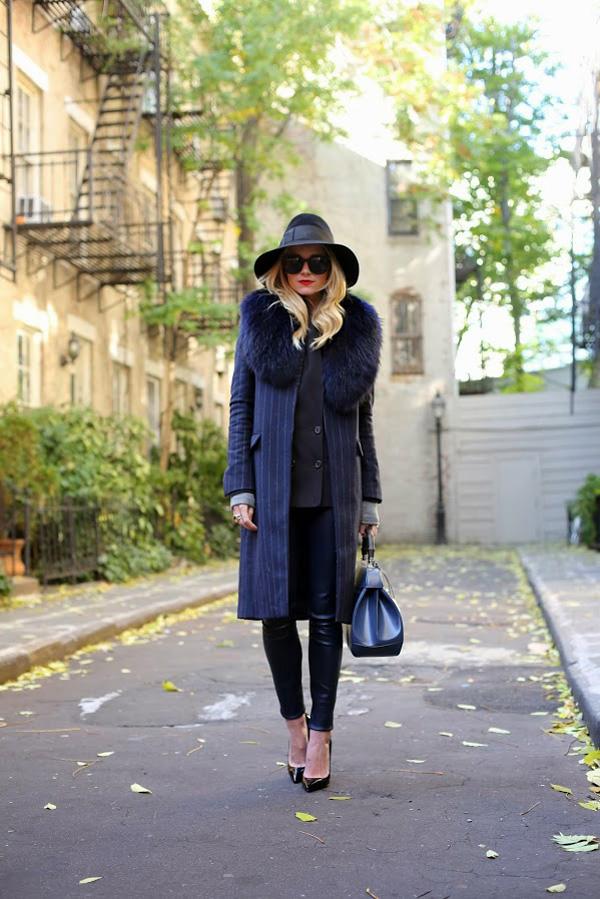 ženski kaput sa tamnim prugama