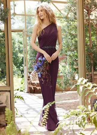 ljubicasta haljina na jedno rame