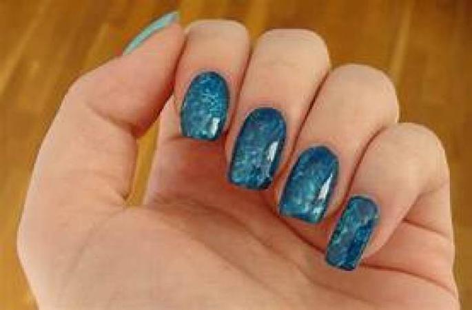 ideje za letnji manikir- kristalno plavi nokti