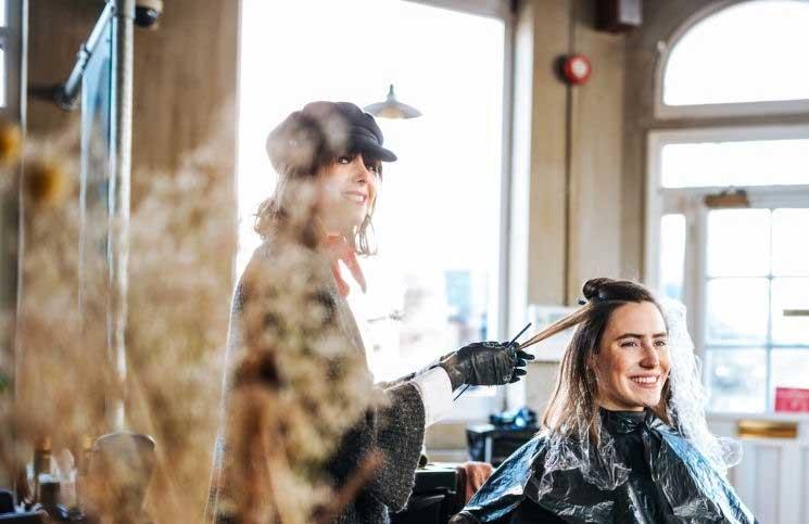 Reverse balayage – Novi trend nijansiranja kose idealan za plavuše